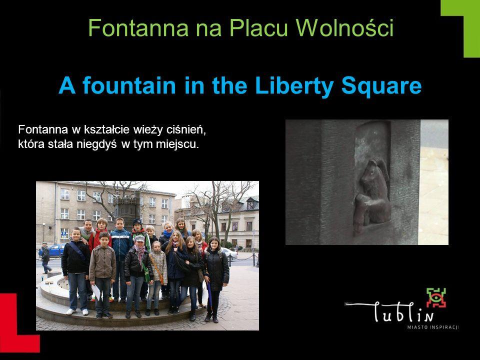 Fontanna na Placu Wolności A fountain in the Liberty Square Fontanna w kształcie wieży ciśnień, która stała niegdyś w tym miejscu.