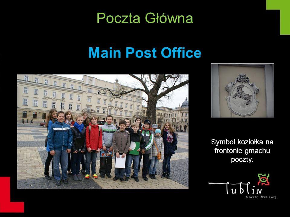 Poczta Główna Main Post Office Symbol koziołka na frontonie gmachu poczty.
