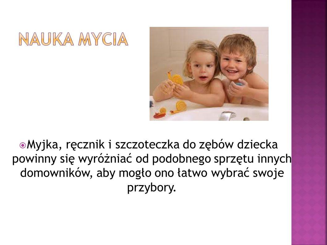 Myjka, ręcznik i szczoteczka do zębów dziecka powinny się wyróżniać od podobnego sprzętu innych domowników, aby mogło ono łatwo wybrać swoje przybory.