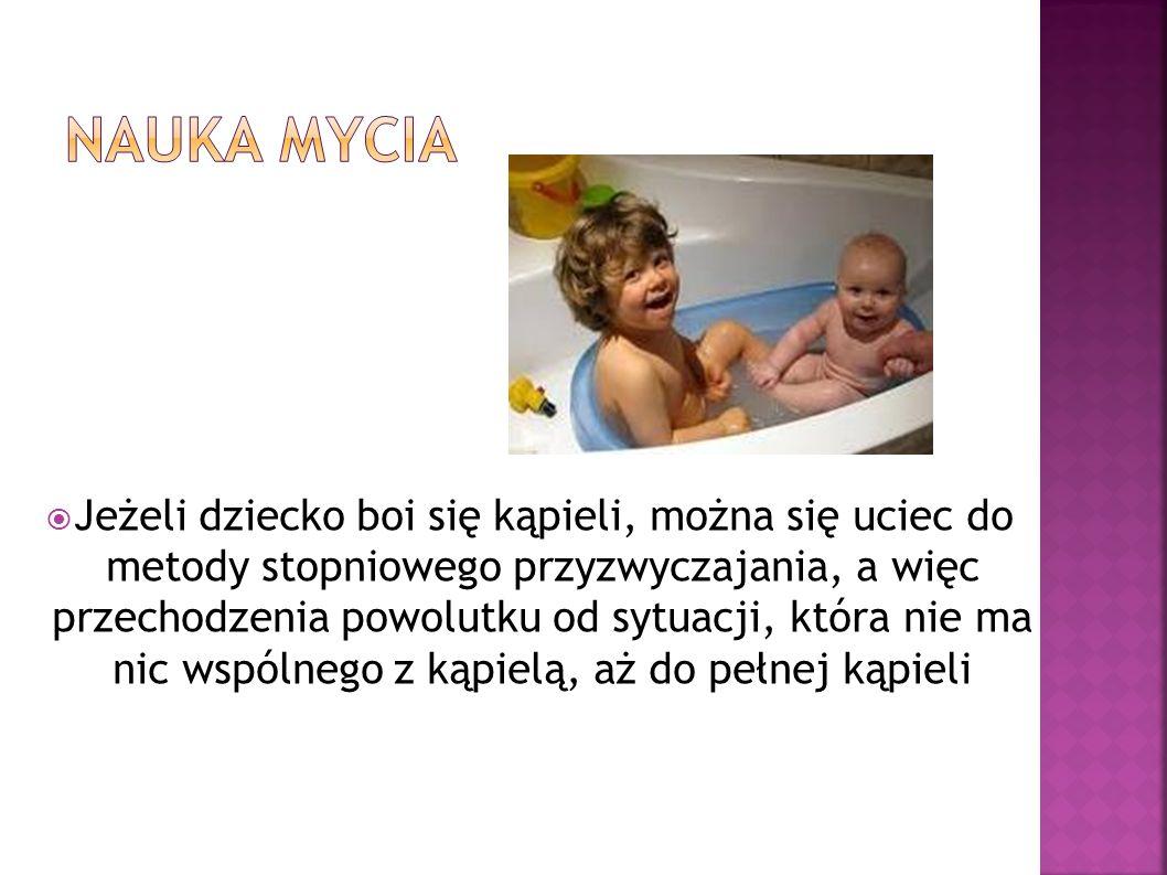 Jeżeli dziecko boi się kąpieli, można się uciec do metody stopniowego przyzwyczajania, a więc przechodzenia powolutku od sytuacji, która nie ma nic ws