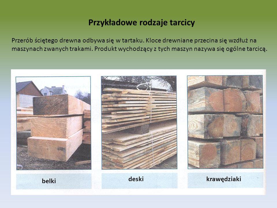 Przykładowe rodzaje tarcicy deski belki krawędziaki Przerób ściętego drewna odbywa się w tartaku. Kloce drewniane przecina się wzdłuż na maszynach zwa