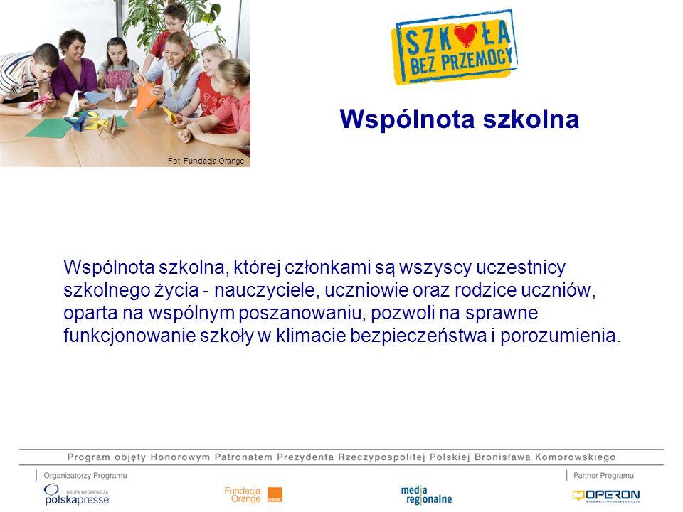 Fot. Fundacja Orange Wspólnota szkolna Wspólnota szkolna, której członkami są wszyscy uczestnicy szkolnego życia - nauczyciele, uczniowie oraz rodzice