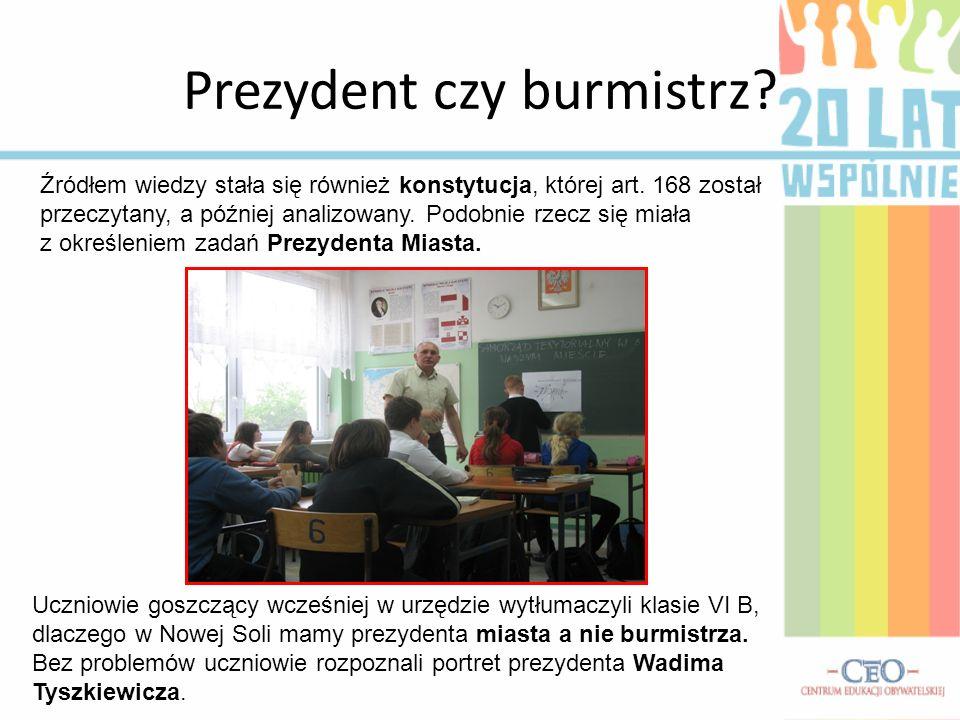 Prezydent czy burmistrz? Uczniowie goszczący wcześniej w urzędzie wytłumaczyli klasie VI B, dlaczego w Nowej Soli mamy prezydenta miasta a nie burmist