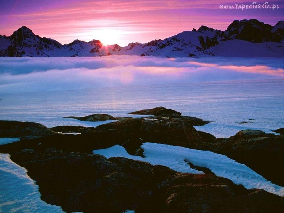 Wiosną i jesienią na obszarach polarnych można zaobserwować jedno z najpiękniejszych zjawisk w przyrodzie: zorzę polarną.