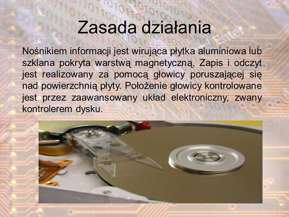 Zasada działania Nośnikiem informacji jest wirująca płytka aluminiowa lub szklana pokryta warstwą magnetyczną. Zapis i odczyt jest realizowany za pomo