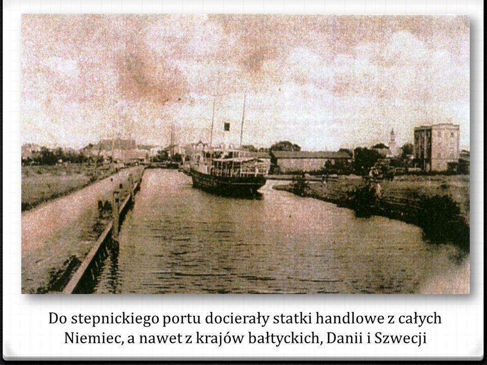Stepnickie wycieczkowce odbywały regularne rejsy po Zalewie Pływały też na Bałtyk do Świnoujścia, Międzyzdrojów i Kołobrzegu
