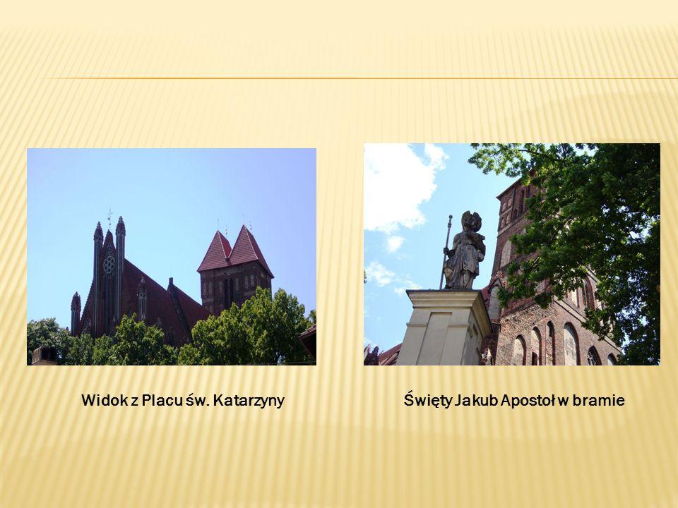 Widok z Placu św. KatarzynyŚwięty Jakub Apostoł w bramie