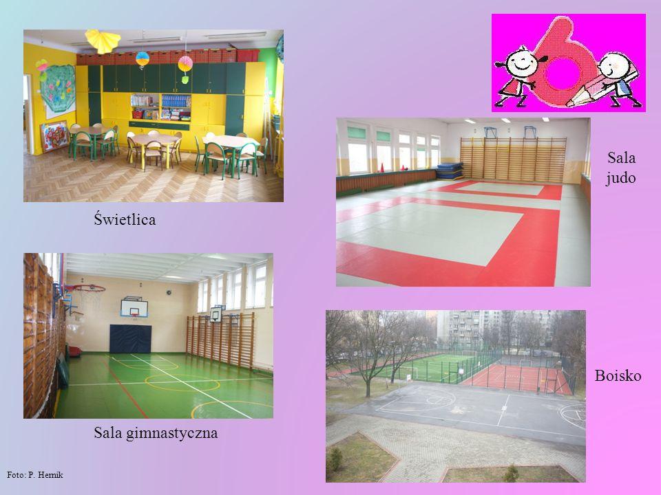 W naszej szkole dzieci mają też do dyspozycji świetlicę, bibliotekę, pracownię komputerową oraz salę gimnastyczną i salę z matą przystosowaną do nauki judo.