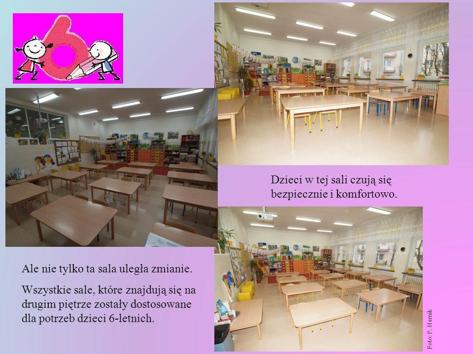 W sali tej zmieniono dosłownie wszystko. Wymienione zostały meble, ławki i krzesełka, w trzech różnych wysokościach w zależności od wzrostu dziecka. Z
