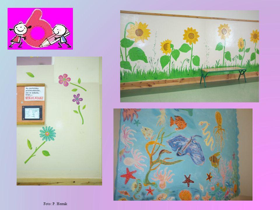 Kiedyś smutne i szare korytarze zmieniły się w kolorowe i pełne kwiatów oraz bajkowych obrazków ściany, gdzie miło można spędzić przerwę.
