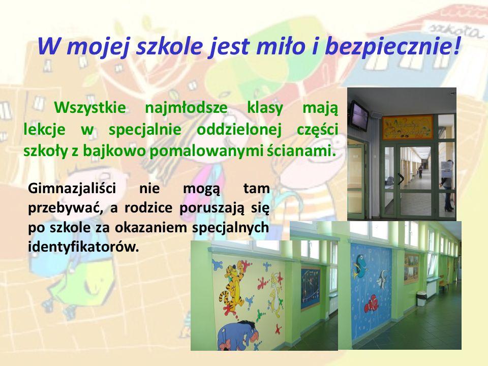 W mojej szkole jest miło i bezpiecznie! Wszystkie najmłodsze klasy mają lekcje w specjalnie oddzielonej części szkoły z bajkowo pomalowanymi ścianami.