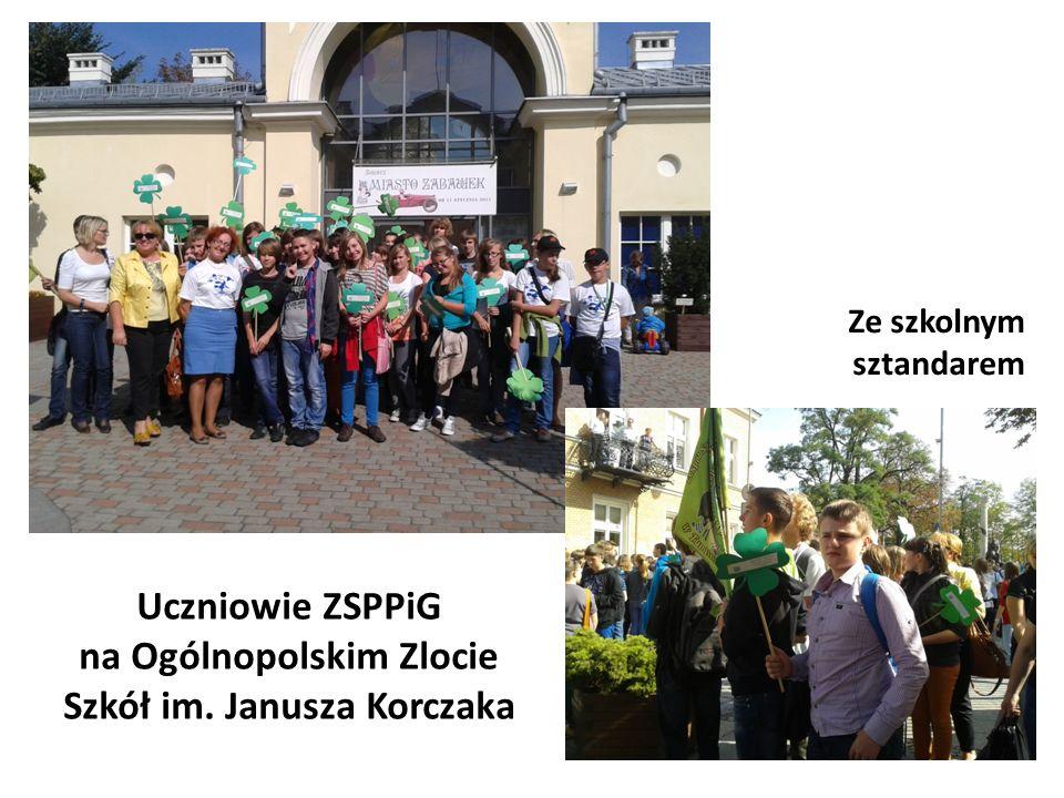 Uczniowie ZSPPiG na Ogólnopolskim Zlocie Szkół im. Janusza Korczaka Ze szkolnym sztandarem