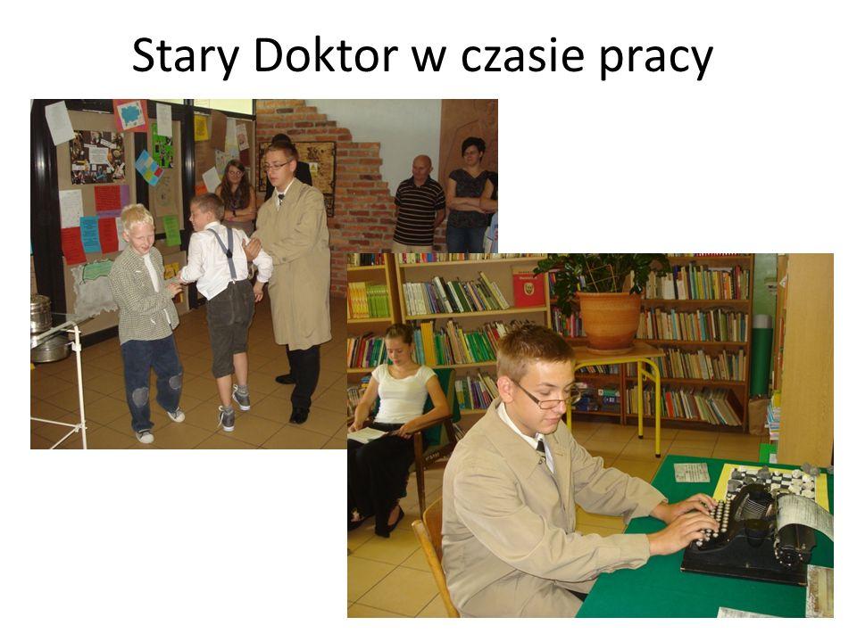 Ciężkie lata okupacji – Janusz Korczak z dziećmi