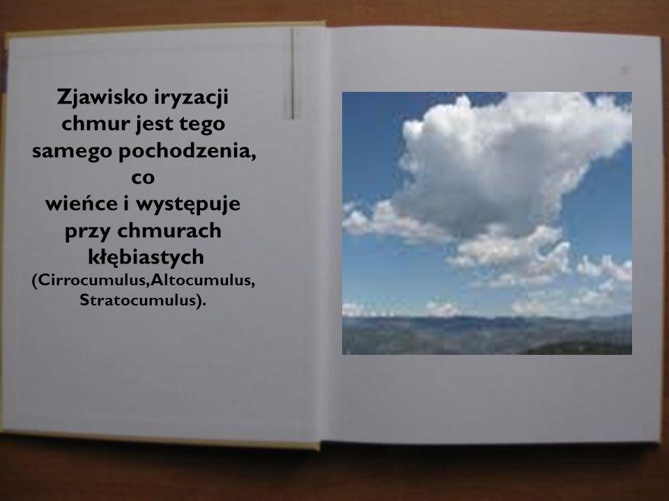 Zjawisko iryzacji chmur jest tego samego pochodzenia, co wieńce i występuje przy chmurach kłębiastych (Cirrocumulus,Altocumulus, Stratocumulus).