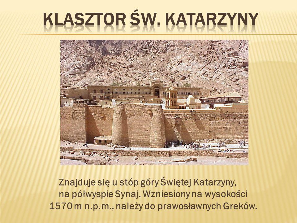 Znajduje się u stóp góry Świętej Katarzyny, na półwyspie Synaj. Wzniesiony na wysokości 1570 m n.p.m., należy do prawosławnych Greków.