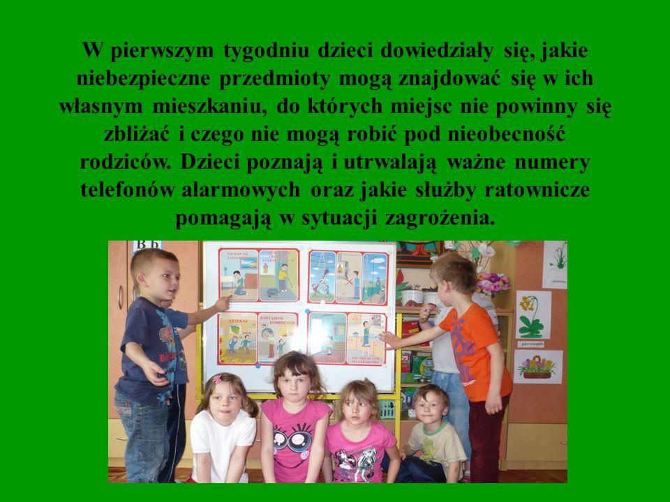 W drugim tygodniu przedszkolaki zapoznały się z zasadami prawidłowego zachowania się podczas aktywności poza domem oraz w kontaktach ze zwierzętami.
