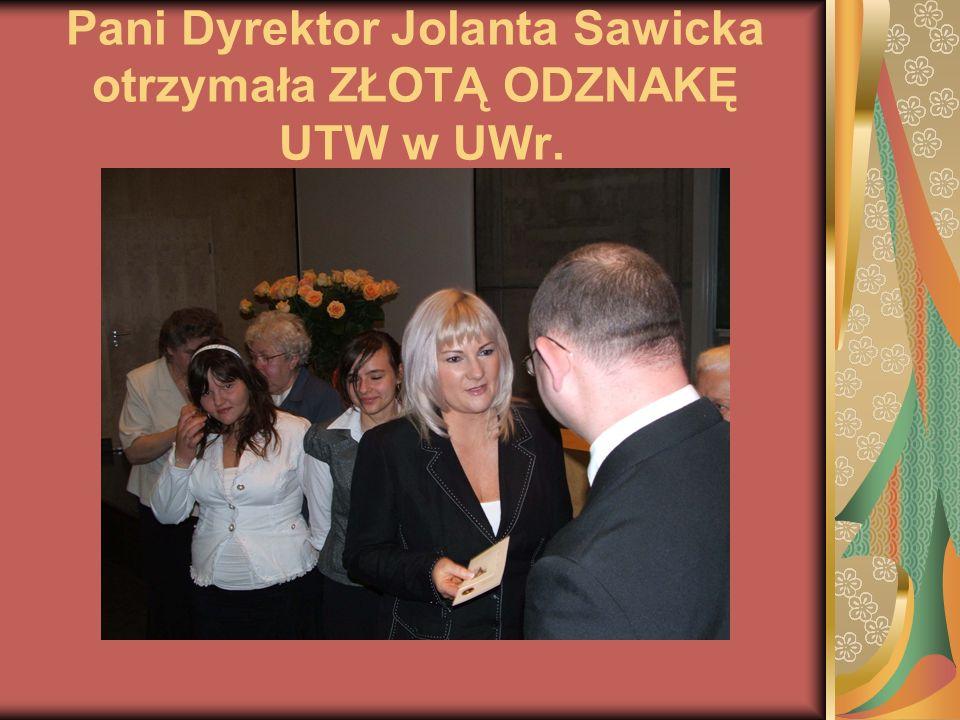 Pani Dyrektor Jolanta Sawicka otrzymała ZŁOTĄ ODZNAKĘ UTW w UWr.