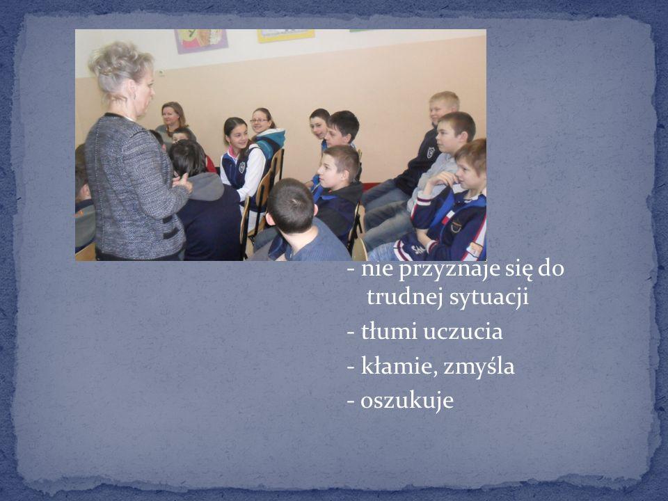 W klasie uczniowie zostali zapytani Kto czuje się dzisiaj smutny.