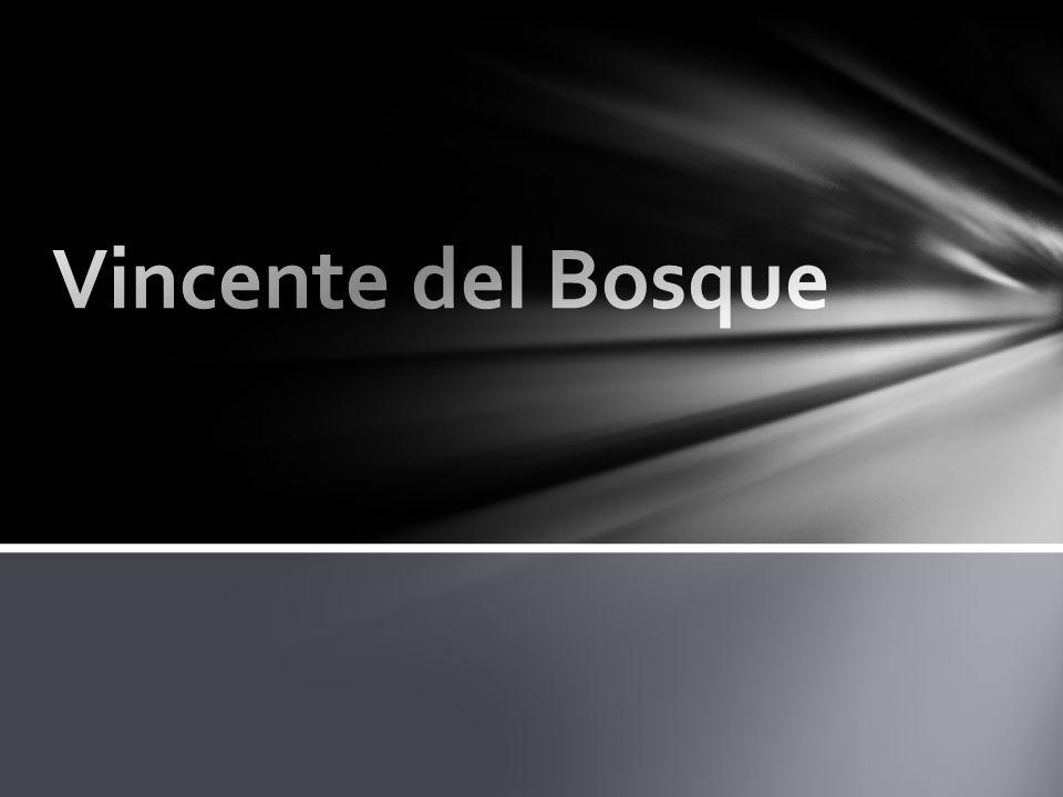 Andrés Iniesta Urodził się 11 maja 1984 w Fuentealbilla, Hiszpania Ma Nr.8 Jest na pozycji ofensywnego pomocnika Jest drugim wicekapitanem W sezonie 2011/2012 został piłkarzem roku w Europie Do FC Barcelony dołączył w 1996 roku po turnieju w Brunette, gdzie występował w zespole Albacete Balompié.