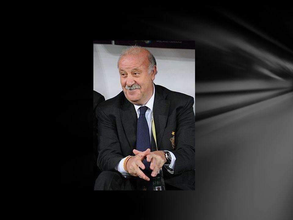 Życiorys Urodzony 23 grudnia 1950 w Salamance.W młodości grał głównie na obronie.
