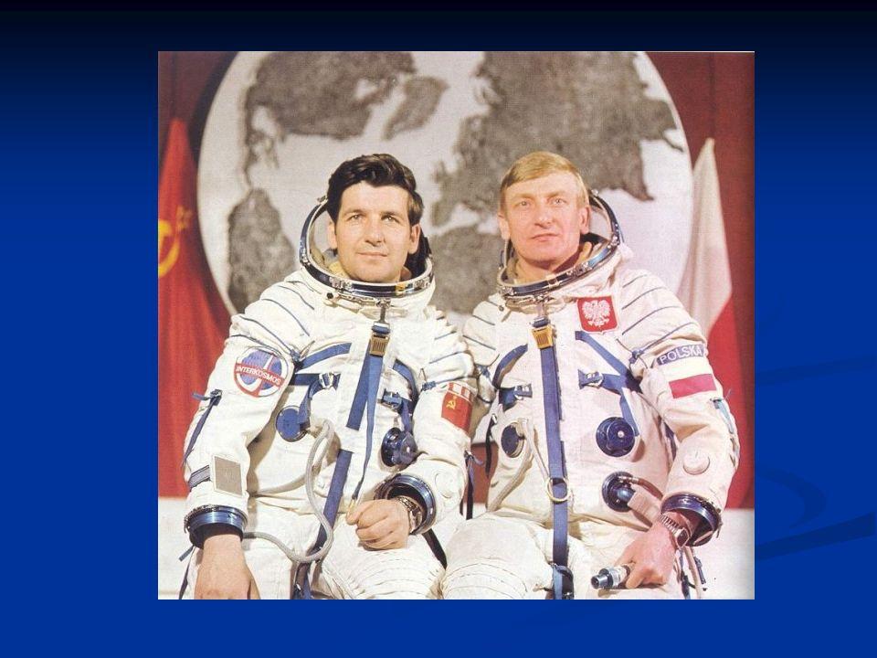 Mirosław Hermaszewski Po dwóch dniach załoga połączyła się ze stacją orbitalną SALUT-6, gdzie wykonano program badawczy.