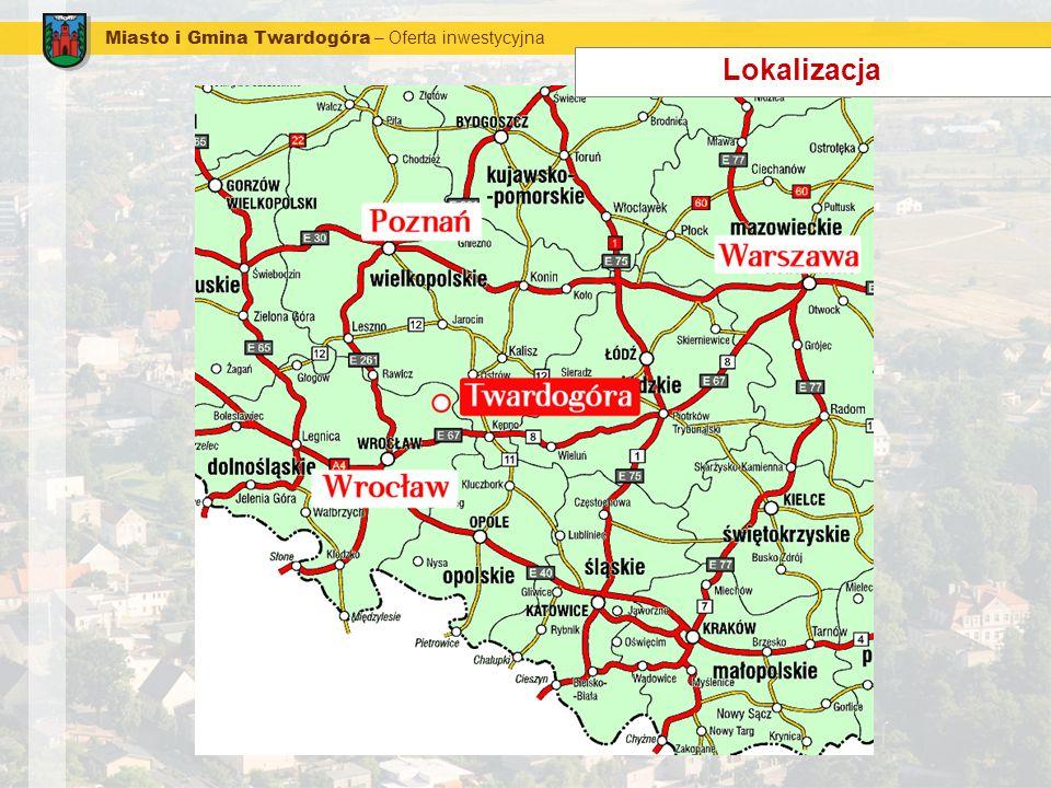 Miasto i Gmina Twardogóra – Oferta inwestycyjna Transport Połączenia drogowe: połączenia z drogą krajową nr 8 relacji Wrocław – Warszawa: Twardogóra – Syców - 23 km Twardogóra – Chełstów – Oleśnica - 25 km Twardogóra – Sosnówka – Oleśnica - 22 km Twardogóra – Grabowno Wielkie – Borowa - 29 km połączenie z drogą krajową nr 11 relacji Poznań – Katowice: Twardogóra – Milicz –Jarocin - 82 km Twardogóra – Międzybórz – Antonin – 38 km Połączenie kolejowe: linia kolejowa relacji Wrocław – Warszawa w oddalonym o kilka kilometrów od Twardogóry Grabownie Wielkim węzeł kolejowy (z bocznicą) obsługujący linie kolejowe w kierunkach: Wrocław, Warszawa, Kalisz-Poznań Najbliższe lotniska międzynarodowe: Wrocław (ok.