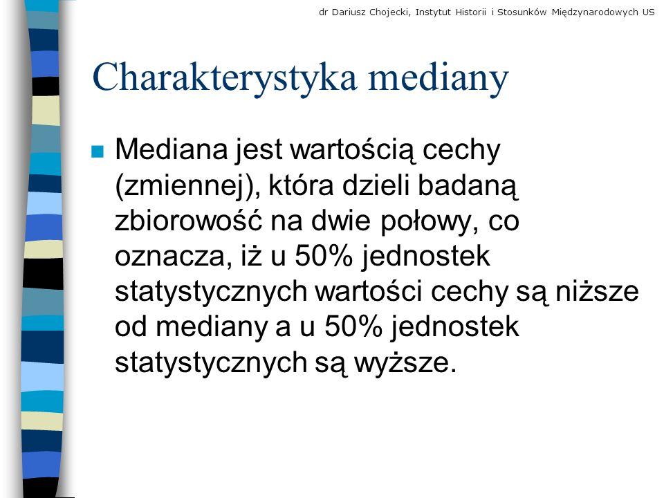 Charakterystyka mediany n Mediana jest wartością cechy (zmiennej), która dzieli badaną zbiorowość na dwie połowy, co oznacza, iż u 50% jednostek statystycznych wartości cechy są niższe od mediany a u 50% jednostek statystycznych są wyższe.