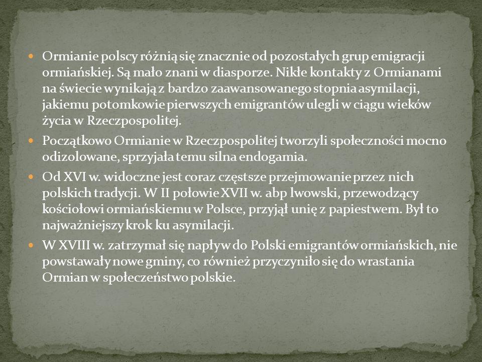 Ormianie polscy różnią się znacznie od pozostałych grup emigracji ormiańskiej. Są mało znani w diasporze. Nikłe kontakty z Ormianami na świecie wynika