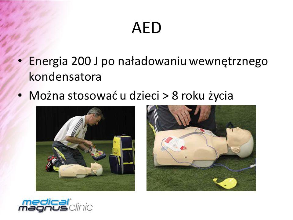 AED Energia 200 J po naładowaniu wewnętrznego kondensatora Można stosować u dzieci > 8 roku życia