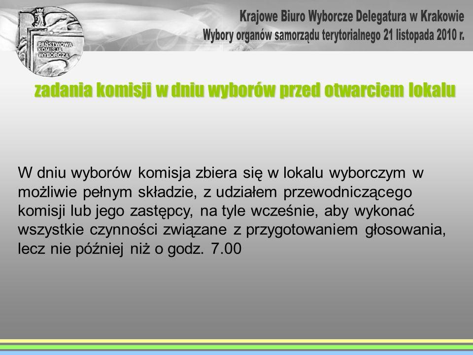 zadania komisji w dniu wyborów przed otwarciem lokalu W dniu wyborów komisja zbiera się w lokalu wyborczym w możliwie pełnym składzie, z udziałem prze
