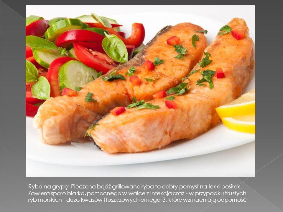 Rosół na grypę: ugotować na chudym mięsie kurczaka z dużą ilością warzyw. Taki rosół nawadnia organizm, co ważne w czasie infekcji. Zawiera witaminy i