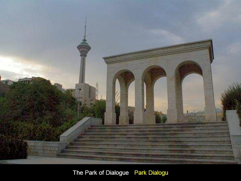 Statue of Biruni (Persian astronmer) in The Park of Statues Posąg Biruni (perskiego astronoma) w Parku Pomników