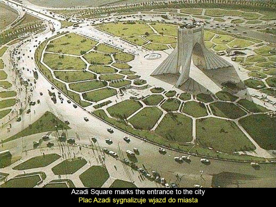Azadi Square marks the entrance to the city Plac Azadi sygnalizuje wjazd do miasta