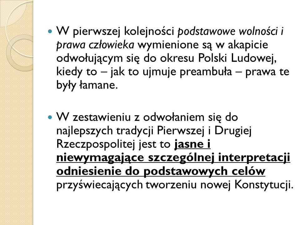 W pierwszej kolejności podstawowe wolności i prawa człowieka wymienione są w akapicie odwołującym się do okresu Polski Ludowej, kiedy to – jak to ujmu