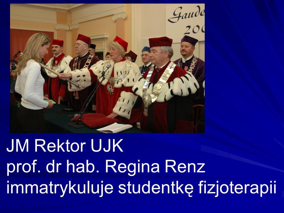 JM Rektor UJK prof. dr hab. Regina Renz immatrykuluje studentkę fizjoterapii