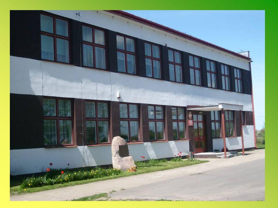 Gimnazjum w Czernicach Borowych Dyrektorem szkoły od roku 2001 jest Pani mgr Małgorzata Góralczyk.