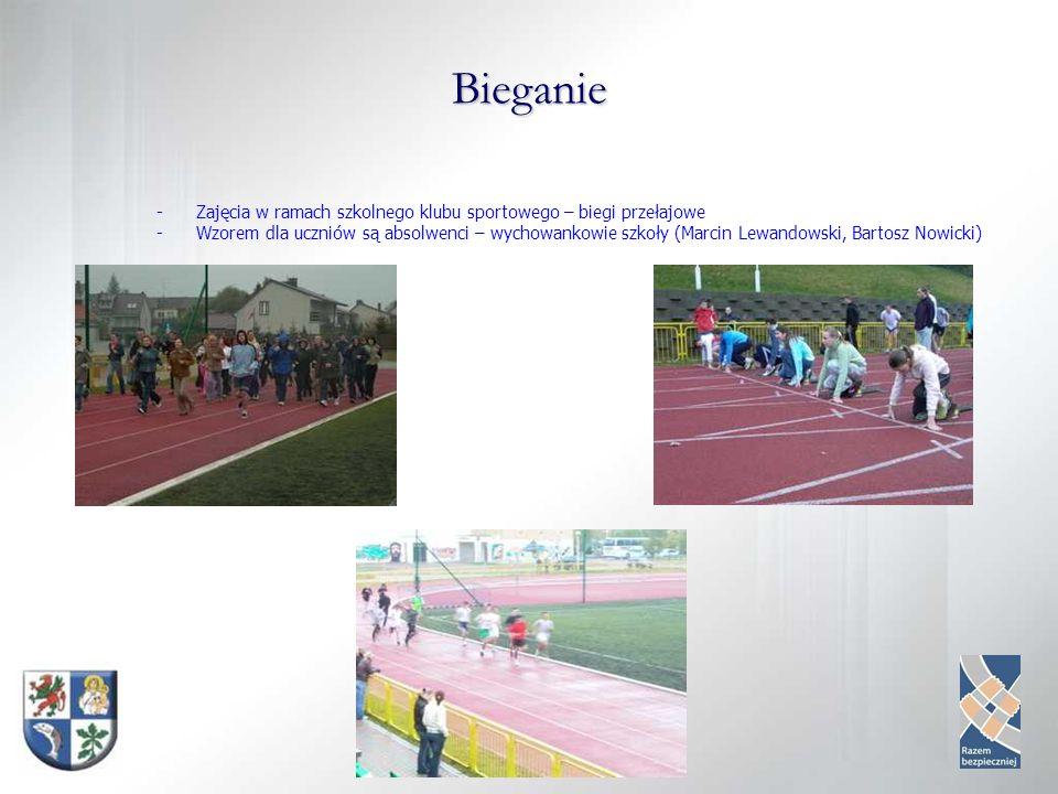 Bieganie -Zajęcia w ramach szkolnego klubu sportowego – biegi przełajowe -Wzorem dla uczniów są absolwenci – wychowankowie szkoły (Marcin Lewandowski, Bartosz Nowicki)