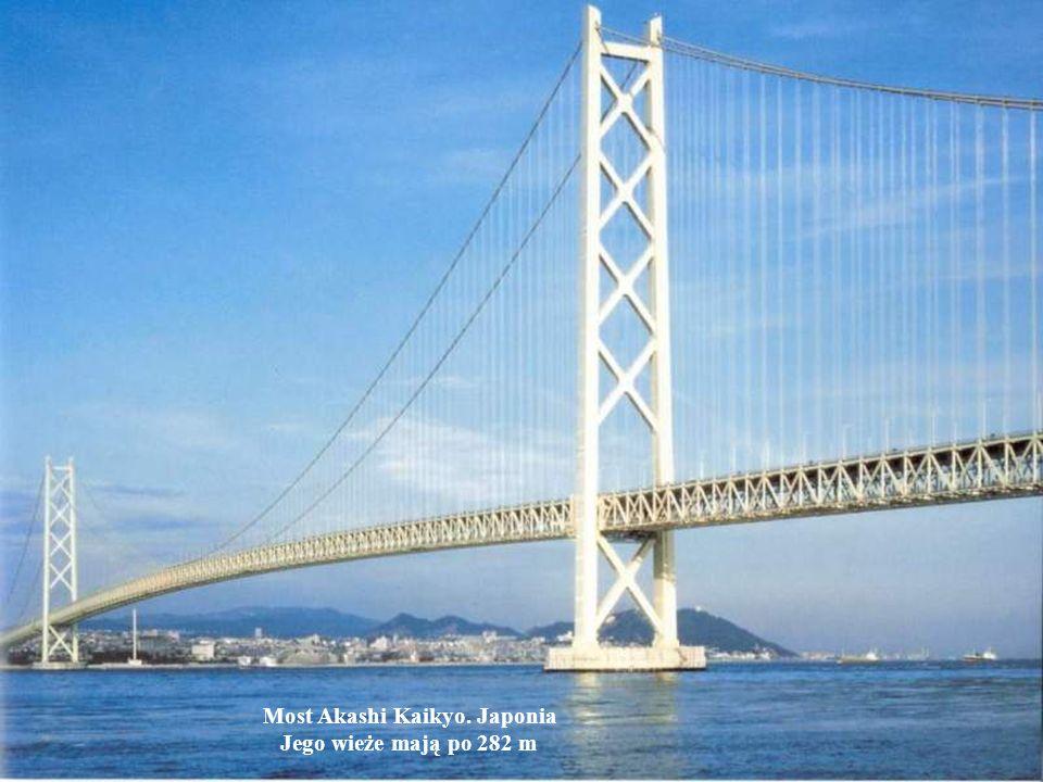 Most Akashi Kaikyo. Japonia Jego wieże mają po 282 m