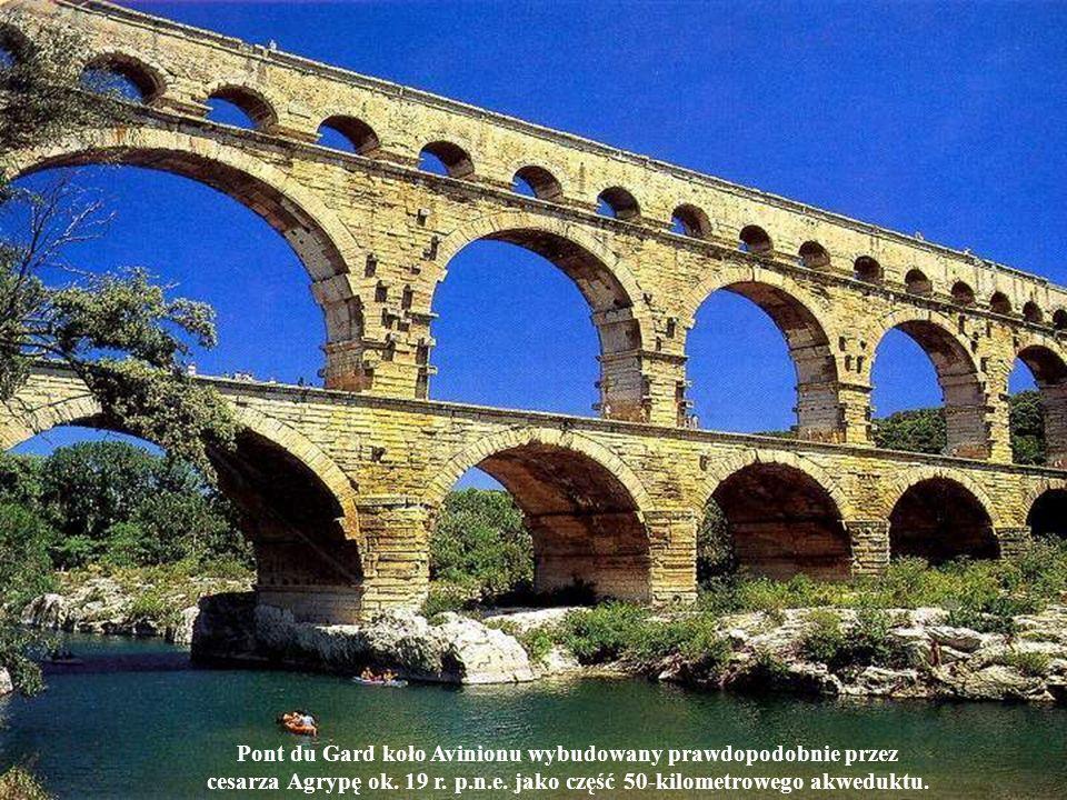Pont du Gard koło Avinionu wybudowany prawdopodobnie przez cesarza Agrypę ok. 19 r. p.n.e. jako część 50-kilometrowego akweduktu.