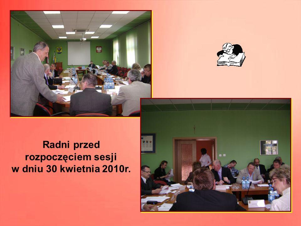 Radni przed rozpoczęciem sesji w dniu 30 kwietnia 2010r.