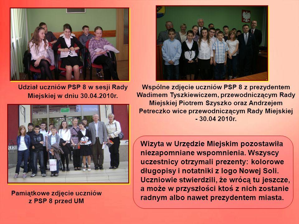 Udział uczniów PSP 8 w sesji Rady Miejskiej w dniu 30.04.2010r. Wspólne zdjęcie uczniów PSP 8 z prezydentem Wadimem Tyszkiewiczem, przewodniczącym Rad