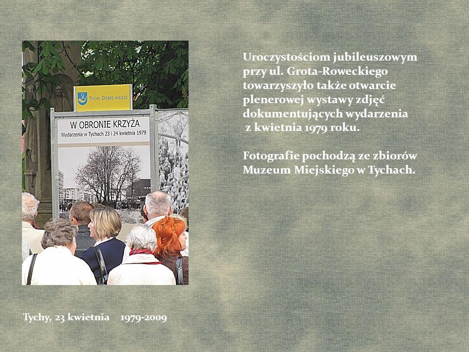 Uroczystościom jubileuszowym przy ul. Grota-Roweckiego towarzyszyło także otwarcie plenerowej wystawy zdjęć dokumentujących wydarzenia z kwietnia 1979