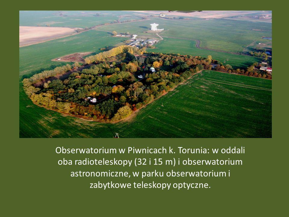 Obserwatorium w Piwnicach k. Torunia: w oddali oba radioteleskopy (32 i 15 m) i obserwatorium astronomiczne, w parku obserwatorium i zabytkowe telesko