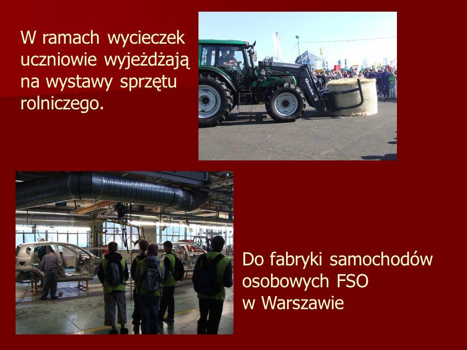 W ramach wycieczek uczniowie wyjeżdżają na wystawy sprzętu rolniczego.