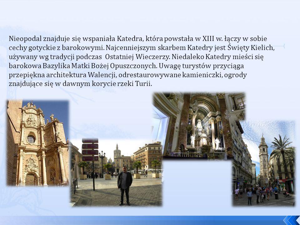 Nieopodal znajduje się wspaniała Katedra, która powstała w XIII w. łączy w sobie cechy gotyckie z barokowymi. Najcenniejszym skarbem Katedry jest Świę