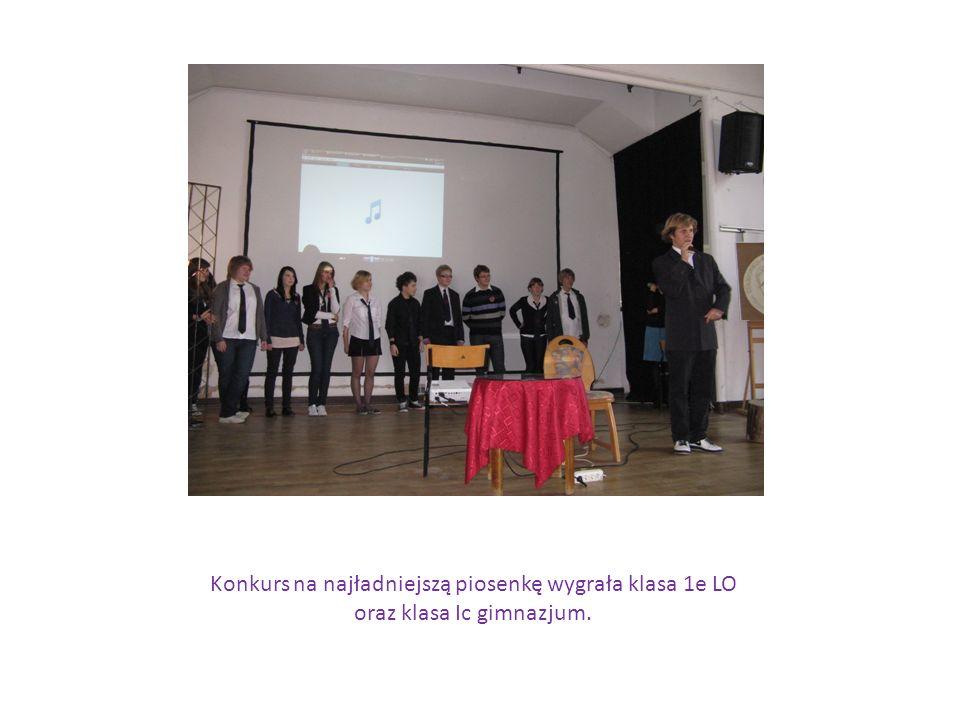 Maria Skłodowska – Curie gościła także w sercach i umysłach naszych młodych architektów z klasy 2e LO, którzy postanowili stworzyć wspólne dzieło przedstawiające Marię Skłodowską- Curie.