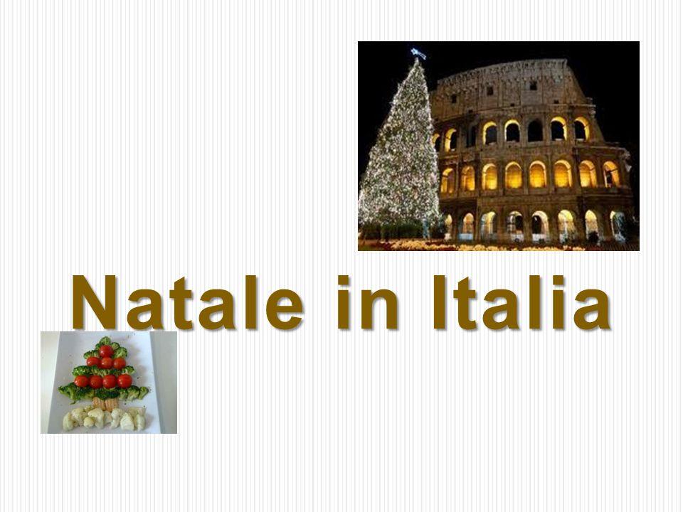 Dolci di Natale Panpepato, Panettoni, Torrone, Pandoro to przykłady tradycyjnych słodkości serwowanych na Boże Narodzenie.