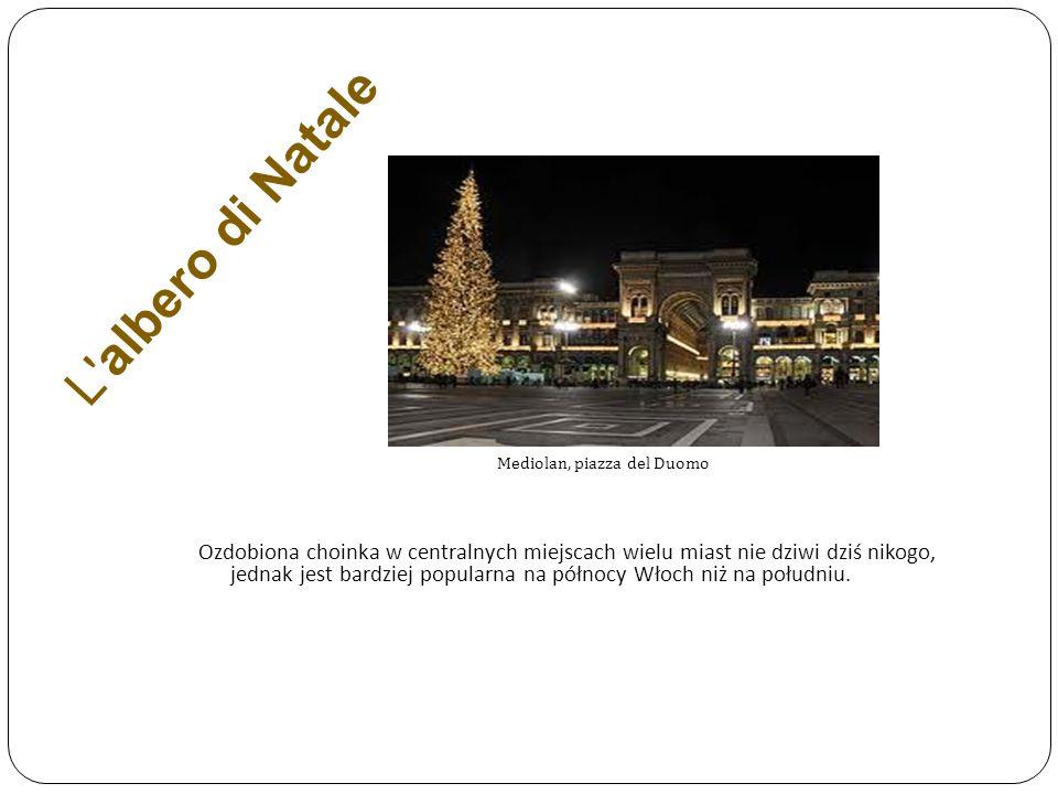 L' albero di Natale Mediolan, piazza del Duomo Ozdobiona choinka w centralnych miejscach wielu miast nie dziwi dziś nikogo, jednak jest bardziej popul