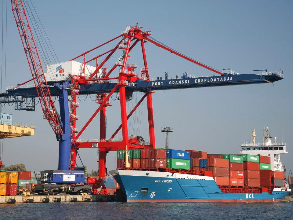 Parametry techniczne: długość nabrzeża 367 m, długość statku do 205 m, przy max.