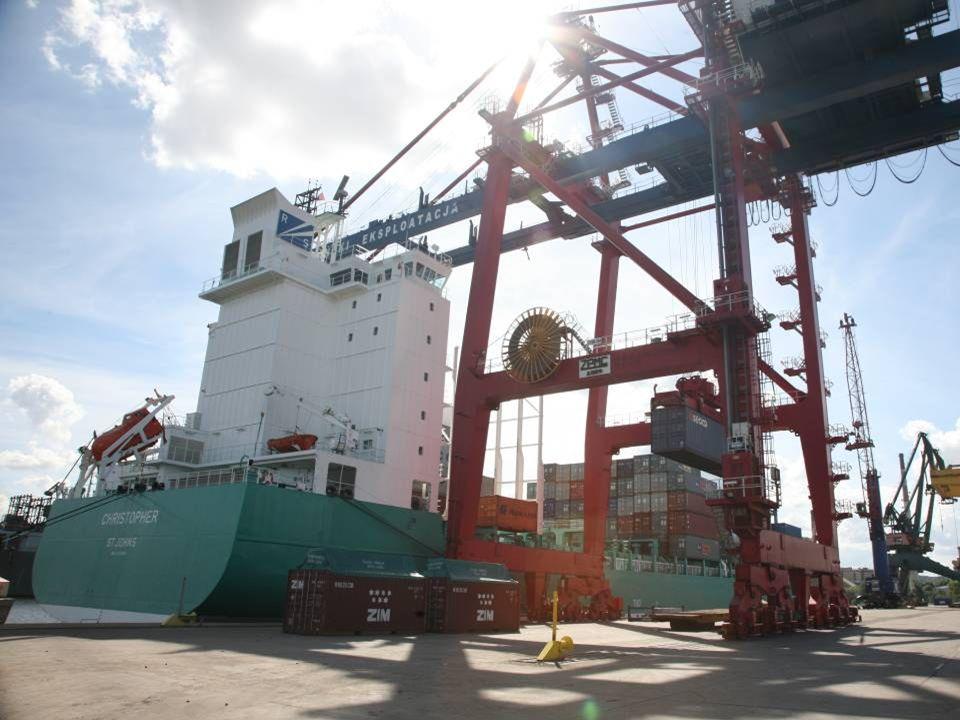Operatorzy kolejowi oferujący usługi na GTK: PKP Cargo Spedcont Prokont Polzug Cargosped PCC Intermodal
